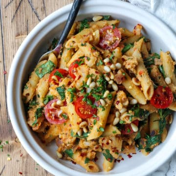 Tangy Tomato and Olive Hummus Pasta