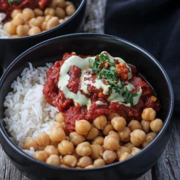 chana masala sauce with chickpeas on rice